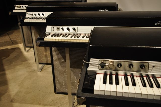 Four Fender Rhodes pians